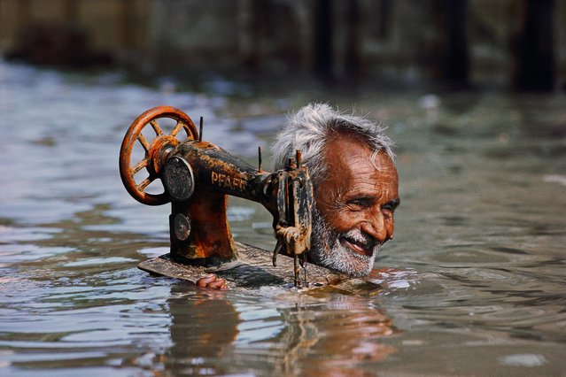 Tailor in Monsoon, Porbandar, India, 1983. (Photo by Steve McCurry)