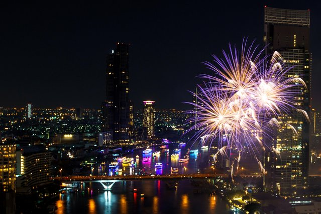 Fireworks explode over Chao Phraya River during the New Year celebrations amid the spread of the coronavirus disease (COVID-19) in Bangkok, Thailand, January 1, 2021. (Photo by Athit Perawongmetha/Reuters)