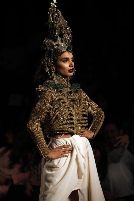 Models present creations by Pakistani designer Fahad Hussayn at Pakistan  Fashion Week 2015 , Wednesday, April 1, 2015 in Karachi, Pakistan. (Photo by Shakil Adil/AP Photo)