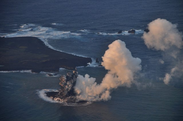 A handout photo made by the Japan Coast Guard on 20 November 2013 and released on 21 November 2013, shows an aerial view of smoke generated by a volcanic eruption off the coast of Nishinoshima in the Ogasawara archipelago, some 1,000 km south of Tokyo, Japan. (Photo by Japan Coast Guard/EPA)