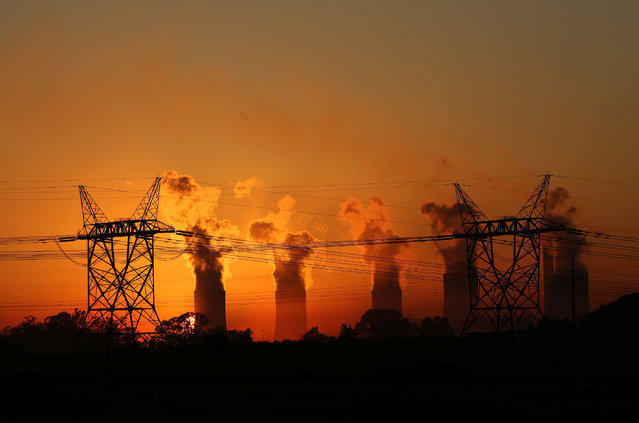 Electricity pylons are seen in front of the cooling towers at the Lethabo Thermal Power Station,an Eskom coal-burning power station near Sasolburg in the northern Free State province,March 2, 2016. (Photo by Siphiwe Sibeko/Reuters)