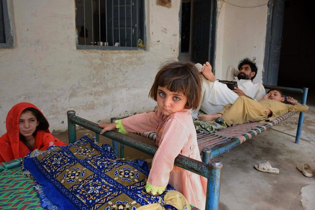 An internally displaced family from North Waziristan, escaping a Pakistani military offensive against militants in the region, rest at a school in Bannu on June 17, 2014. Pakistan Prime Minister Nawaz Sharif has urged Afghan President Hamid Karzai to help stop insurgents from escaping a major military offensive, as residents who fled the area anxiously awaited news from those left behind June 17. (Photo by A. Majeed/AFP Photo)
