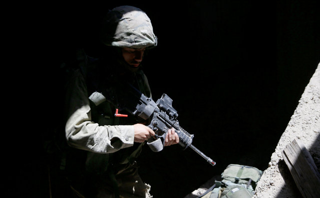 An Israeli soldier from the Nahal Infantry Brigade takes part in an urban warfare training in the West Bank Jewish settlement of Alei Zahav, near Ariel July 13, 2016. (Photo by Baz Ratner/Reuters)