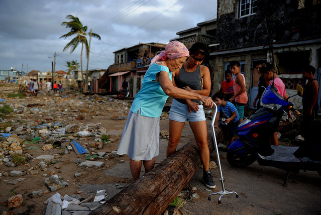 Residents of the Cojimar neighbourhood after Hurricane Irma devastated the capital on September 10, 2017. (Photo by Yamil Lage/AFP Photo)