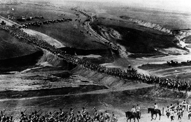 A long line of Russian troops marching westwards.  September 1914.