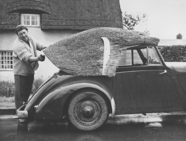John Potter, of Pebmarsh, England, puts a thatched top on his second-hand car that came without a top on June 2, 1964. Potter, whose family has been thatchers for generations, decided to create his own top when he was asked to pay 40 pounds for a top for the car that he paid 25 pounds to buy. (Photo by AP Photo)
