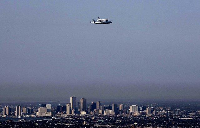 Space shuttle Endeavour flies over New Orleans on Septemer 19, 2012. (Photo by Gerald Herbert/Associated Press)