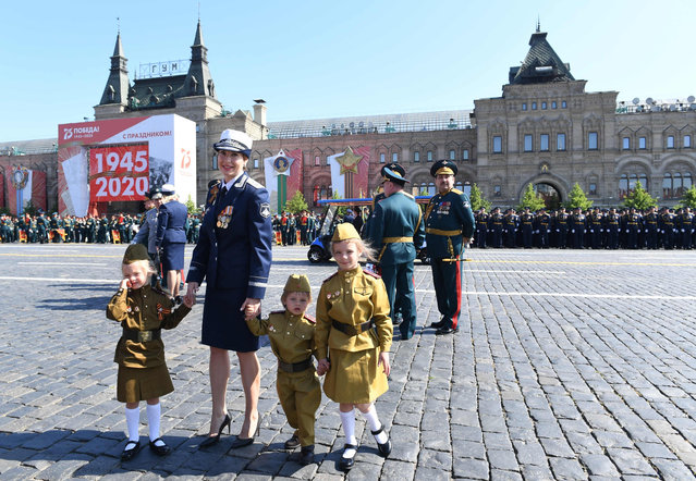 This handout picture provided by Host photo agency shows guests arriving to watch a military parade, which marks the 75th anniversary of the Soviet victory over Nazi Germany in World War Two, at Red Square in Moscow on June 24, 2020. The parade, usually held on May 9, was postponed this year because of the coronavirus pandemic. (Photo by Sergey Pyatakov/Host Photo Agency/AFP Photo)