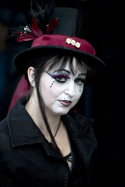 "A woman dressed in a gothic costume poses for a picture during the biannual ""Whitby Goth Weekend"" (WGW) festival in Whitby, Northern England, on November 2, 2014. (Photo by Oli Scarff/AFP Photo)"