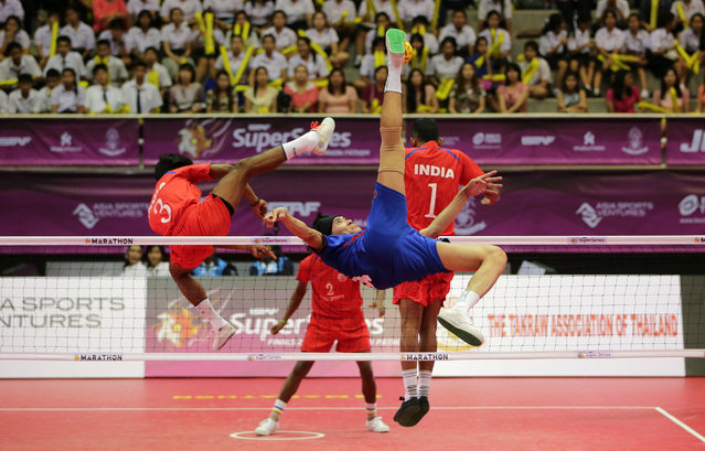 Sepak Takraw, ISTAF Super Series Finals Thailand 2014/2015, Nakhon Pathom Municipal Gymnasium, Huyjorake Maung, Nakonprathom, Thailand on October 20, 2015: Thailand's Anuwat Chaichana (C) in action. (Photo by Asia Sports Ventures/Action Images via Reuters)