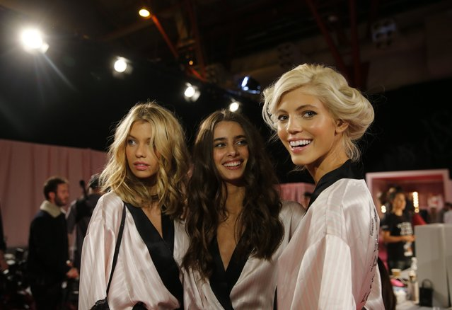 Models stand backstage as they prepare ahead of the 2014 Victoria's Secret Fashion Show in London December 2, 2014. (Photo by Suzanne Plunkett/Reuters)