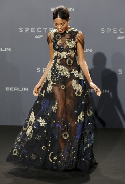 "Britih actress Naomie Harris poses for photographers on the red carpet at the German premiere of the new James Bond 007 film ""Spectre"" in Berlin, Germany, October 28, 2015. (Photo by Fabrizio Bensch/Reuters)"