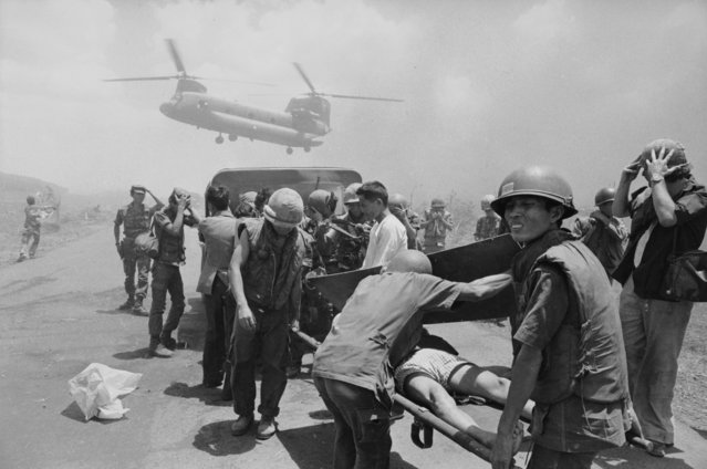 US Army casualties are evacuated by helicopter, Vietnam, 1975. (Photo by Terry Fincher/Daily Express/Hulton Archive/Getty Images)