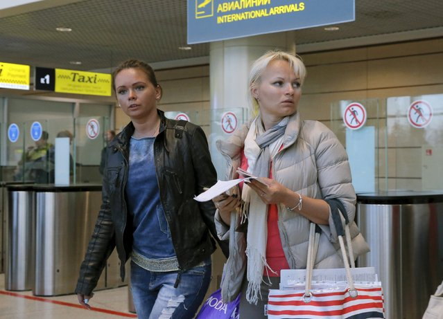 Passengers of the flight from the Egyptian resort of Hurghada walk shortly after their arrival at Domodedovo airport outside Moscow, Russia, November 7, 2015. Egypt's military has taken control of operations to put Russian passengers on flights back to Moscow after Russia suspended flights to Egypt, state-run RIA news agency cited Russian Deputy Prime Minister Arkady Dvorkovich as saying on Saturday. (Photo by Maxim Shemetov/Reuters)