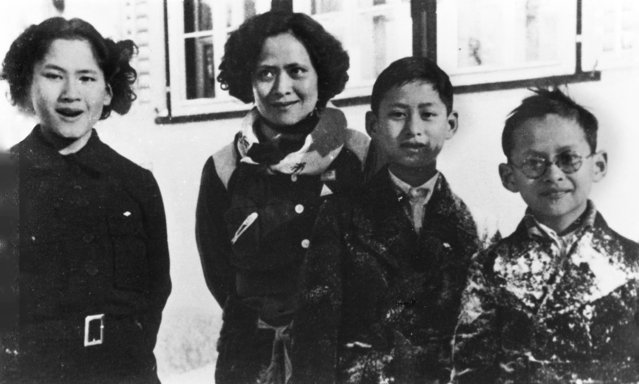 In this picture taken circa 1934 during the winter in Switzerland, the future king of Thailand Bhumibol Adulyadej (right) stands with his mother, princess Srinagarindra, elder sister princess Galyani Vadhana (left) and brother prince Ananda Mahidol (second from right). (Photo by Thierry Falise Collection/Thierry Falise/LightRocket via Getty Images)