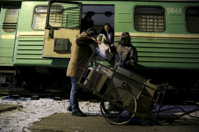 Workers unload mail from a train at a railway station in Sankin in Sverdlovsk region, Russia October 15, 2015. (Photo by Maxim Zmeyev/Reuters)