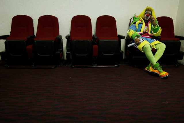 A clown rests during the XXI Convention of Clowns, at the Jimenez Rueda Theatre, in Mexico City, Mexico, October 19, 2016. (Photo by Carlos Jasso/Reuters)