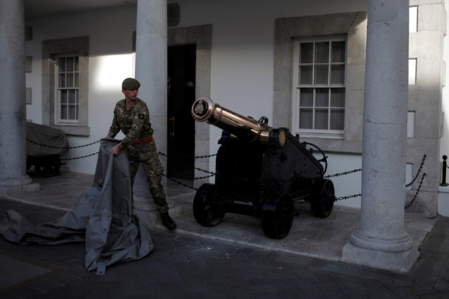 A soldier prepares to cover an old canon at Convent Palace in the British overseas territory of Gibraltar, historically claimed by Spain, November 11, 2016. (Photo by Jon Nazca/Reuters)