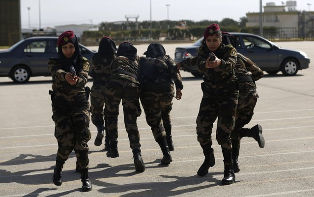 Female members of the Palestinian presidential guard demonstrate their skills during a training session in the West Bank city of Jericho February 10, 2015. (Photo by Mohamad Torokman/Reuters)