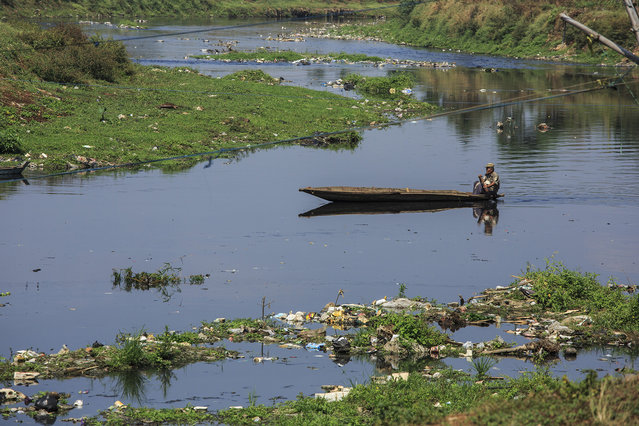 A man paddles his boat along the heavily polluted Citarum river on August 28, 2018 outside Bandung, Java, Indonesia. (Photo by Ed Wray/Getty Images)