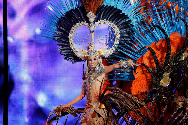 Queen of the 2013 Santa Cruz carnival Amanda Perdomo performs on February 26, 2014 in Santa Cruz de Tenerife on the Canary island of Tenerife, Spain. (Photo by Pablo Blazquez Dominguez/Getty Images)