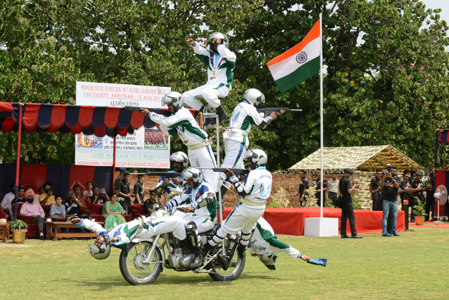Indian Army soldiers from the Daredevils Team take part in a display during a ceremony to celebrate country's 73rd Independence Day, which marks the end of British colonial rule, in Amritsar on August 15, 2019. (Photo by Narinder Nanu/AFP Photo)