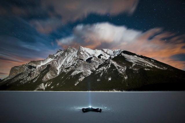 "Paul Zizka in ""Starsturck"", Lake Minnewanka, Banff National Park, Alberta, Canada, January 17, 2013. (Photo by Paul Zizka/Caters News)"