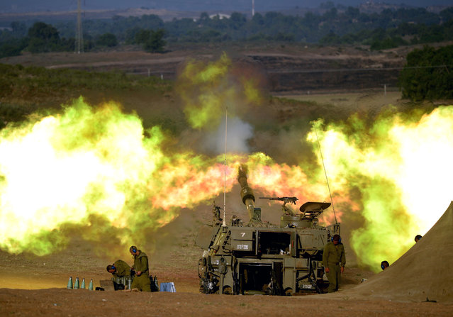 An Israeli artillery cannon fires from southern Israel into the Gaza Strip, early July 26, 2014, just before the start of the 12 hour humanitarian aid ceasefire. (Photo by Avi Roccah/EPA)
