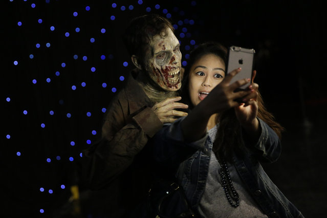 "In this Wednesday, June 8, 2016 photo, Joe Giles, an actor portraying a zombie in ""The Walking Dead"", poses with social media reporter Danielle Datu during a walker boot camp at Universal Studios Hollywood in Los Angeles. (Photo by Jae C. Hong/AP Photo)"