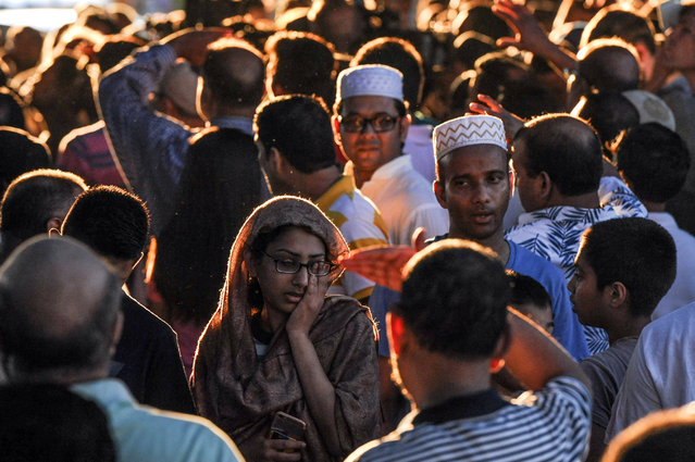 A crowd of community members gather at the place where Imam Maulama Akonjee was killed in the Queens borough of New York City, August 13, 2016. (Photo by Stephanie Keith/Reuters)