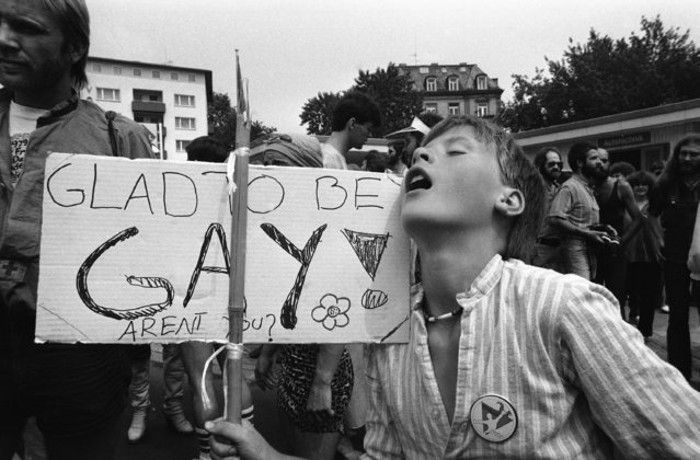 "A thirty-year-old Dutch demonstrator displays a sign that reads: ""Glad to be Gay"" during a gay people march in Frankfurt, Germany on Saturday, July 28, 1979 which ended a week long homosexual meeting. Hundreds of homosexual converged for a week of movies, theater, rock concerts and workshops on gay rights. (Photo by Rolf Boehm/AP Photo)"