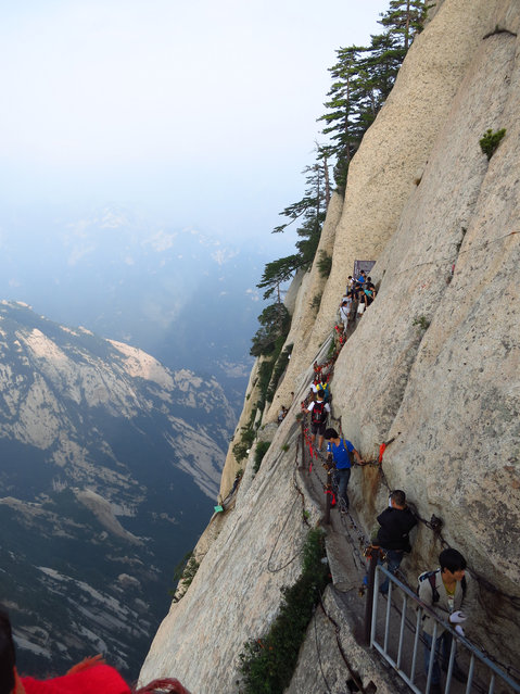 Above the Plank Path, Mount Hua, Xian, Shaanxi Province, China. (Photo by richard0428)