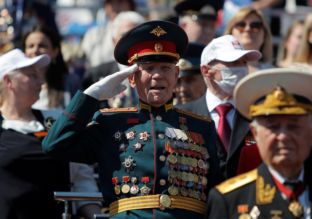 A veteran salutes during the Victory Day Parade in Red Square in Moscow, Russia June 24, 2020. The military parade, marking the 75th anniversary of the victory over Nazi Germany in World War Two, was scheduled for May 9 but postponed due to the outbreak of the coronavirus disease (COVID-19). (Photo by Maxim Shemetov/Reuters)