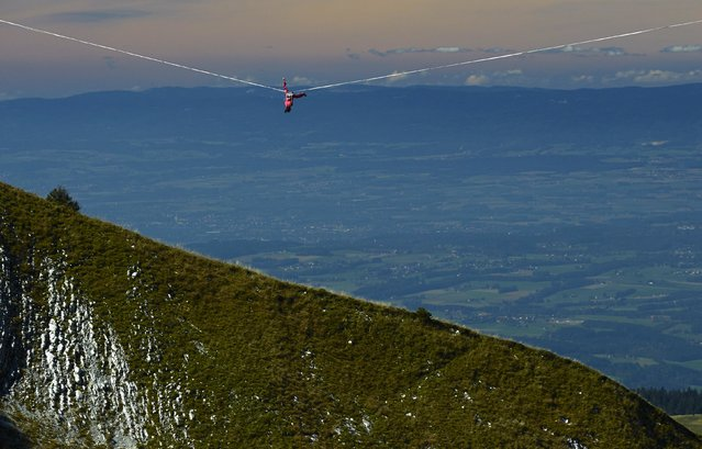 Samuel Volery of Switzerland falls on the 495-metre (1,624 ft) line during the Highline Extreme event in Moleson, Switzerland September 25, 2015. (Photo by Denis Balibouse/Reuters)