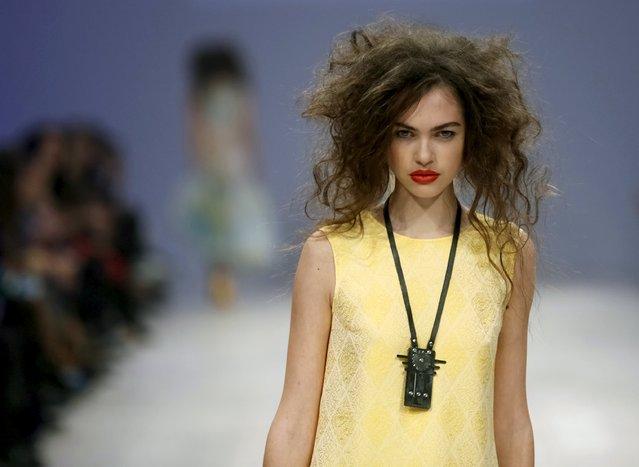 A model presents a creation by designer Aliona Serebrova of Ukraine at Ukrainian Fashion Week in Kiev, October 16, 2015. (Photo by Valentyn Ogirenko/Reuters)