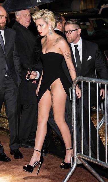Singer Halsey arrives to the 2018 amfAR Gala New York at Cipriani Wall Street on February 7, 2018 in New York City. (Photo by Splash News and Pictures)