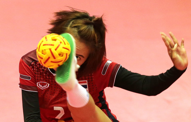 Sepak Takraw, ISTAF Super Series Finals Thailand 2014/2015, Nakhon Pathom Municipal Gymnasium, Huyjorake Maung, Nakonprathom, Thailand on October 20, 2015: Thailand's Sudaporn Palang in action during the group stage. (Photo by Asia Sports Ventures/Action Images via Reuters)