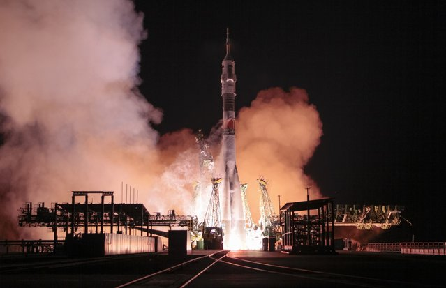 The Soyuz TMA-15M spacecraft carrying the International Space Station crew of Anton Shkaplerov of Russia, Terry Virts of the U.S. and Samantha Cristoforetti of Italy blasts off from the launch pad at the Baikonur cosmodrome November 24, 2014. (Photo by Shamil Zhumatov/Reuters)