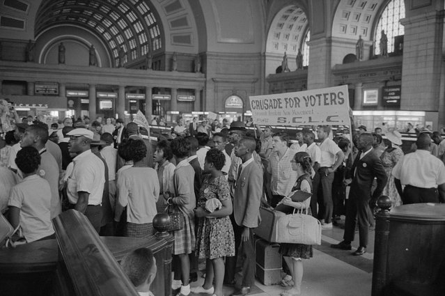 Marchers arriving at Union Station for the civil rights march on Washington D.C.,  August 1963. (Photo by Reuters/Library of Congress)