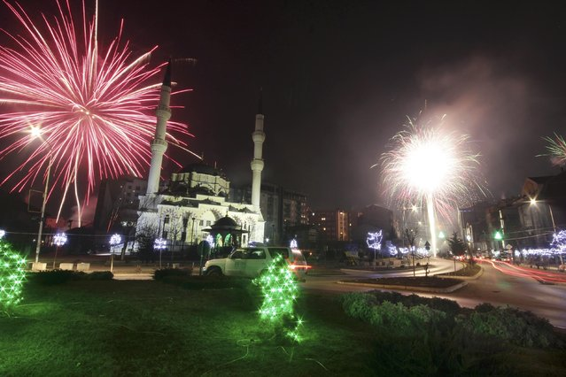 Fireworks explode next to the Bayram Pasa Isa Beg mosque during New Year celebrations in Mitrovica, Bosnia and Herzegovina January 1, 2016. (Photo by Agron Beqiri/Reuters)