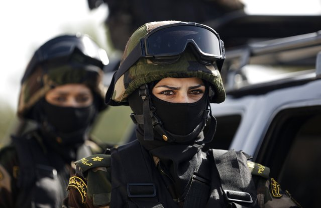Female members of the Palestinian presidential guard take part in a training session in the West Bank city of Jericho February 10, 2015. (Photo by Mohamad Torokman/Reuters)