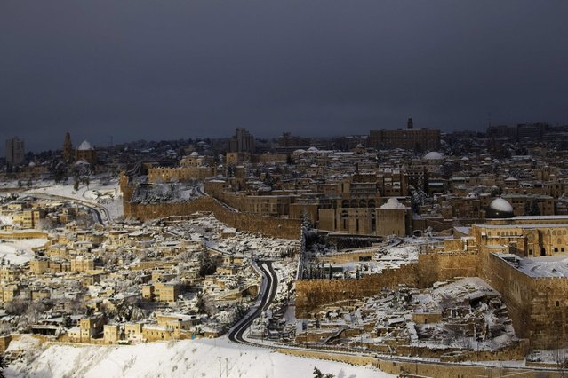A view of Jerusalem's Old City (R) following a snowstorm is seen from the Mount of Olives  February 20, 2015. (Photo by Ronen Zvulun/Reuters)