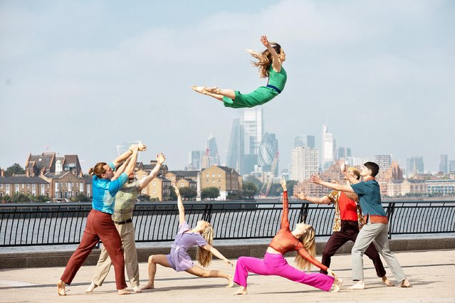 """Dancers from the Motionhouse company surprised London, United Kingdom passersby on September 5, 2021 with a preview of """"Nobody"""", which has its premiere at Sadler's Wells on September 22. (Photo by Vicki Couchman/The Times)"""