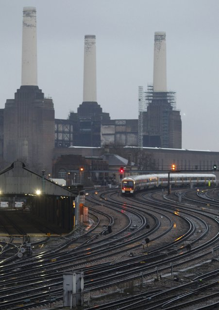 A train travels from Victoria station past Battersea Power Station in central London March 19, 2010. (Photo by Andrew Winning/Reuters)