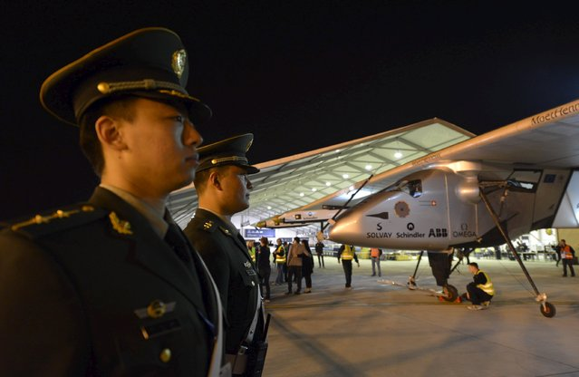 Chinese policemen (L) stand guard next to the Solar Impulse 2 plane after it landed at Nanjing Lukou International Airport, Jiangsu province April 22, 2015. (Photo by Reuters/Stringer)