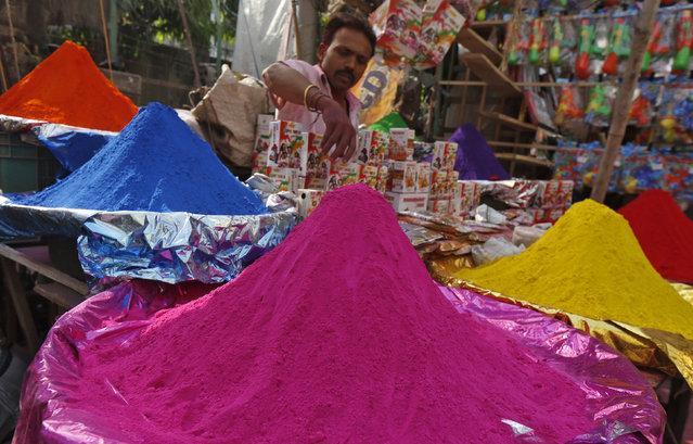 A road side vendor sells coloured powder for the Holi festival in Kolkata, India, March 22, 2016. (Photo by Rupak De Chowdhuri/Reuters)