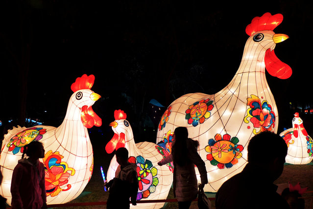 People visit lantern fair ahead of Lantern Festival in Xi'an, Shaanxi province, China, February 9, 2017. (Photo by Reuters/Stringer)