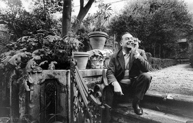 The artist Renato Guttuso in Salita del Grillo, Rome, in 1964. (Photo by Paolo Di Paolo/National Museum of 21st Century Arts)