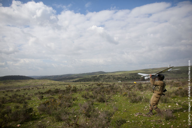Israeli soldiers get ready to launch the Skylark drone