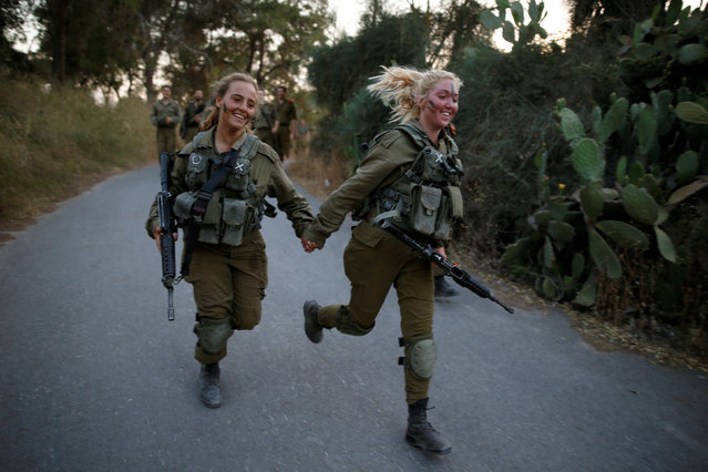 Israeli soldiers of the Search and Rescue brigade take part in a training session in Ben Shemen forest, near the city of Modi'in May 23, 2016. (Photo by Amir Cohen/Reuters)